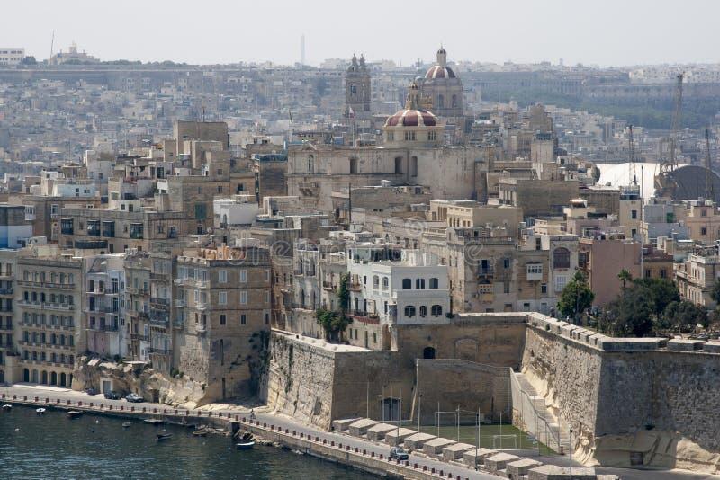 Mening over de versterkte stad Valletta, hoofdstad van Malta stock foto