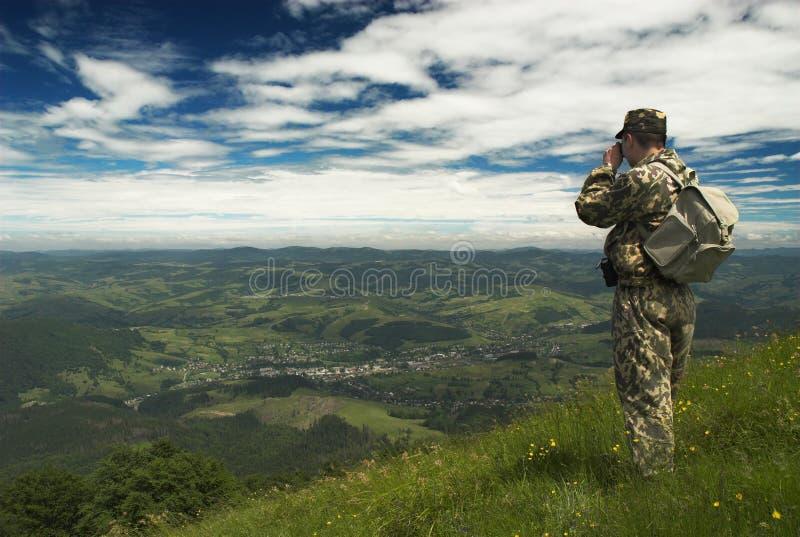 Mening over dorp van bergen royalty-vrije stock foto