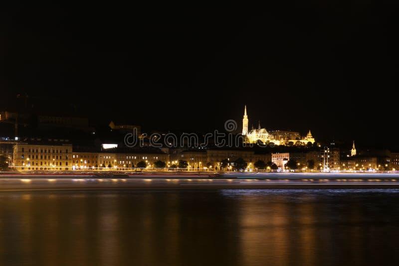 Mening over het Oude Vissersbastion in Boedapest Hongarije stock afbeeldingen