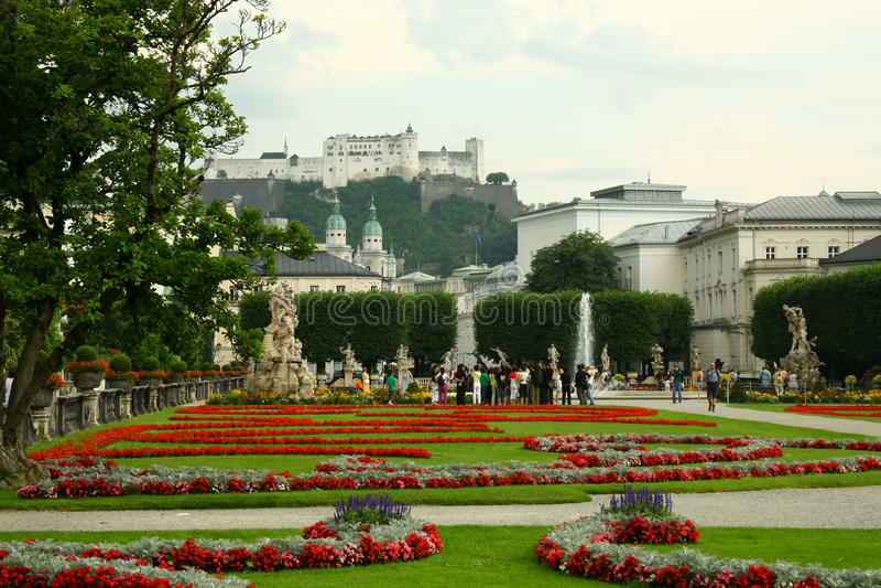 Mening over het Salzburg kasteel stock afbeeldingen