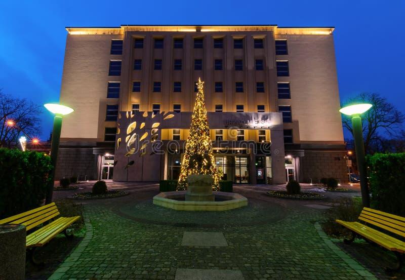 Mening over het stadhuis van Gliwice binnen in Kerstmistijd stock foto