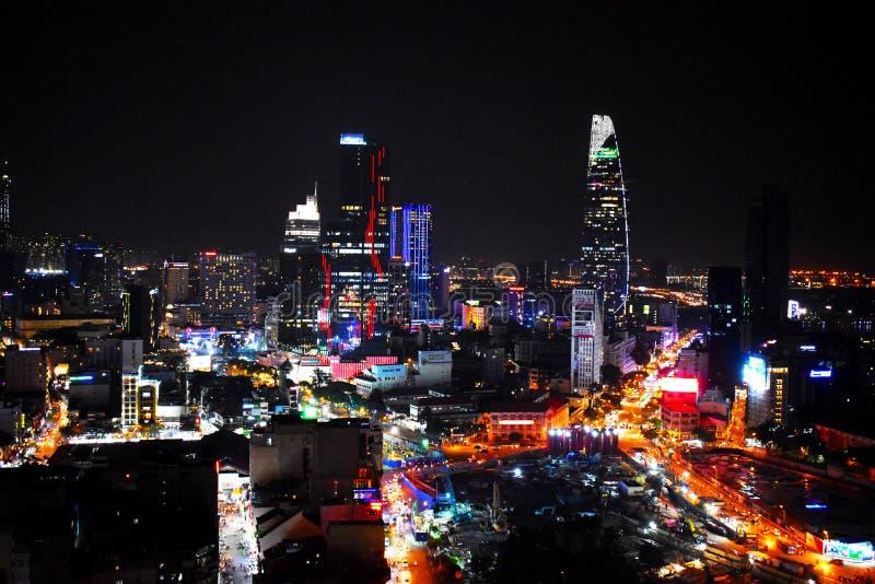 Mening over Ho Chi Minh City met de Financiële Toren van Bitexo op achtergrond bij nacht in Vietnam, Azië stock foto