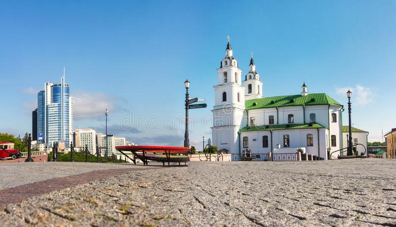 Mening over Kathedraal van de Heilige Geest - hoofd Orthodoxe kerk van Minsk, Wit-Rusland Kathedraal van het Heilige Geestoriënta royalty-vrije stock afbeelding