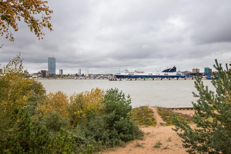 Mening over Klaipeda-Stad, het Spit van de vormcuronian van Litouwen royalty-vrije stock foto's