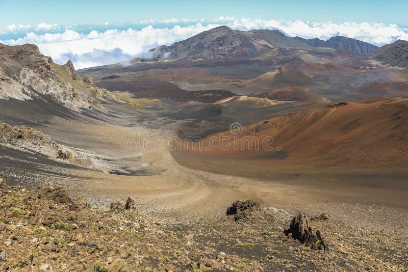 Mening over krater bovenop Haleakala-vulkaan, Maui stock fotografie