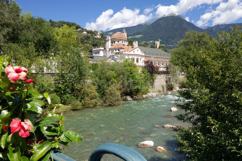 Mening over Kurhaus in Merano, Zuid-Tirol, Italië stock foto's