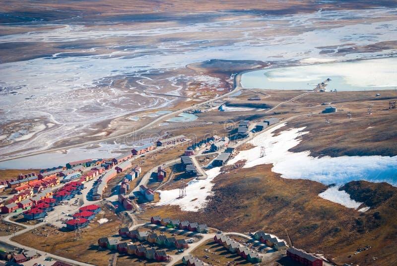 Mening over Longyearbyen van hierboven, Svalbard royalty-vrije stock afbeelding