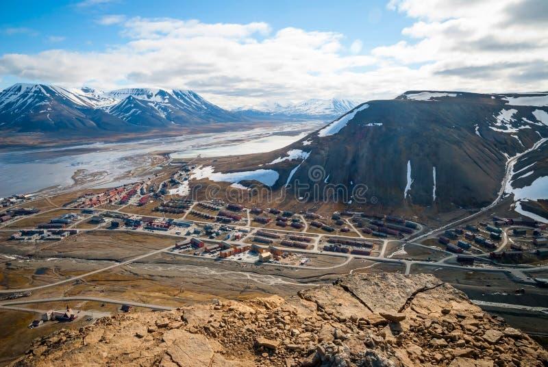 Mening over Longyearbyen van hierboven, Svalbard stock foto