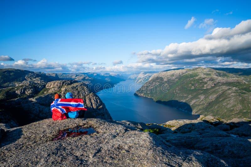 Mening over Lysefjord-fjord van de Weg Preikestolen, Noorwegen royalty-vrije stock foto