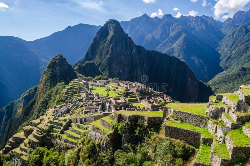 Mening over Machu Picchu op een zonnige dag stock foto's