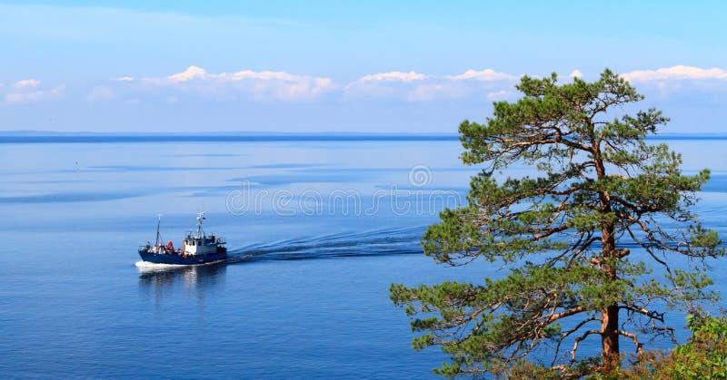 Mening over meer Ladoga royalty-vrije stock afbeelding