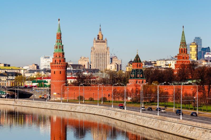 Mening over Moskou het Kremlin en Ministerie van Buitenlandse zaken stock afbeeldingen