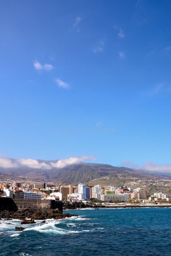 Mening over Puerto de la Cruz stock foto's