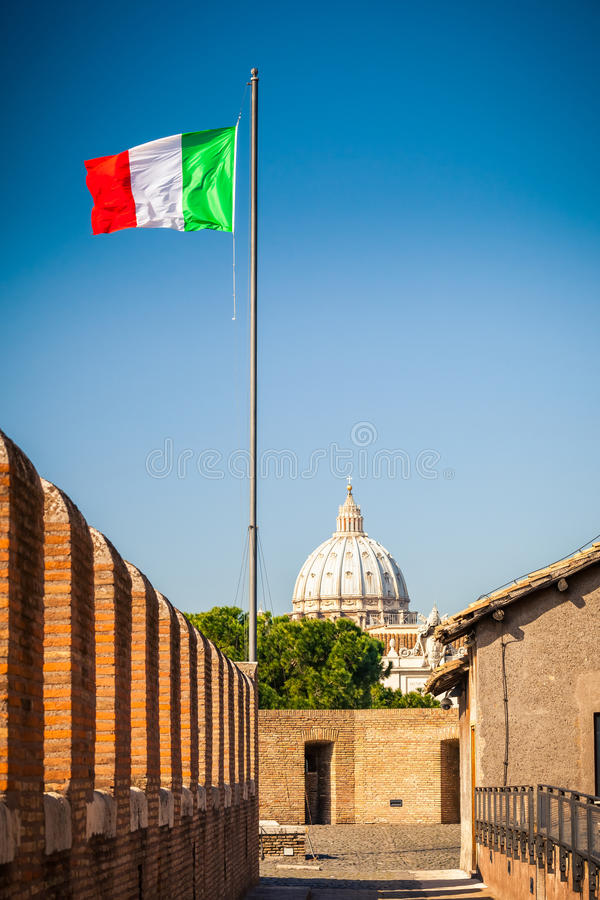 Mening over St Peter kathedraal in Rome stock foto