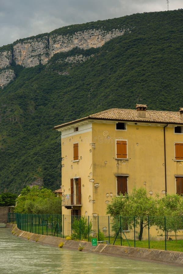 Mening over traditioneel Italiaans dorp stock foto's