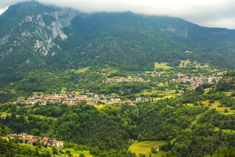 Mening over traditioneel Italiaans dorp stock fotografie