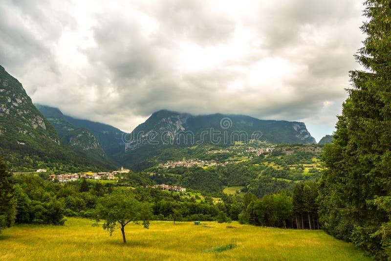 Mening over traditioneel Italiaans dorp royalty-vrije stock foto's