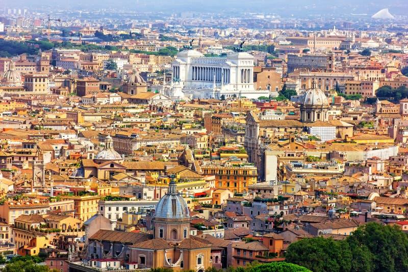Mening over Vittoriano en oude Roman gebouwen van Villa Borghese royalty-vrije stock afbeelding