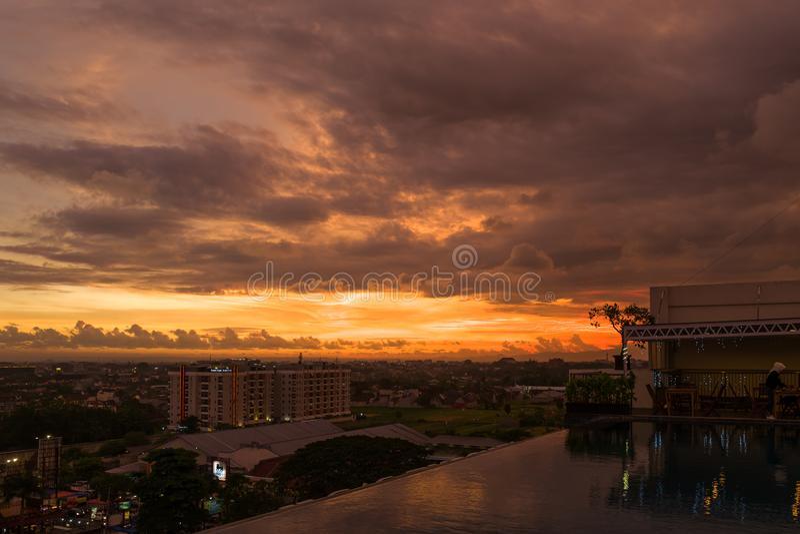 Mening over Yogyakarta bij zonsondergang royalty-vrije stock foto's