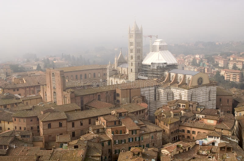 Mening Siena van Torre Del Mangia stock foto