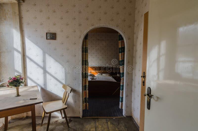 mening in slaapkamer van een huis stock foto