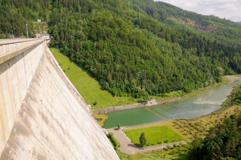 Mening stroomafwaarts van de Bicaz-Dam royalty-vrije stock foto's