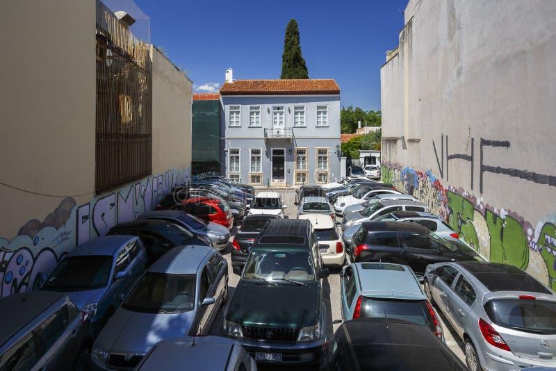 Mening-studsa parkeringshuset i Aten royaltyfri bild