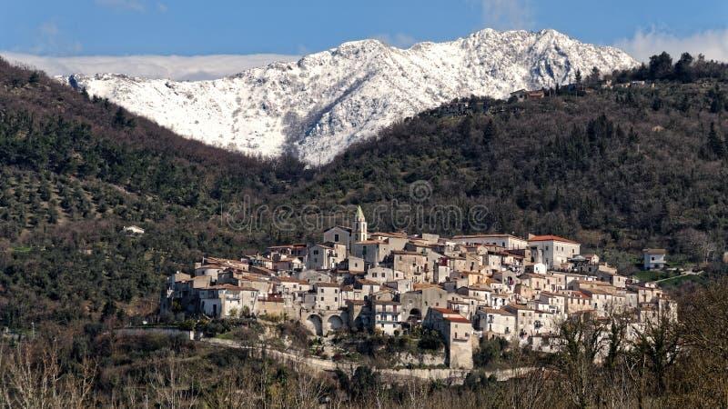Mening van Ailano-dorp in de wintertijd stock foto