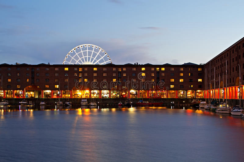 Mening van Albert Dock in Liverpool het UK stock afbeeldingen