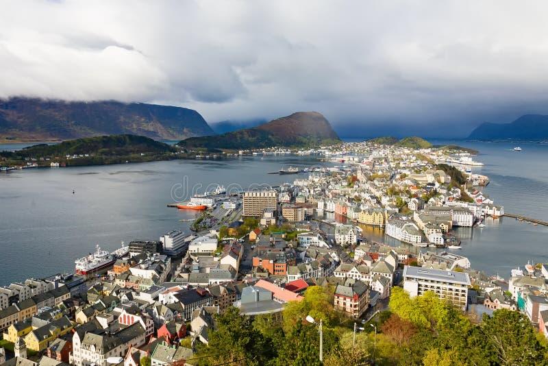 Mening van Alesund in Noorwegen stock afbeeldingen