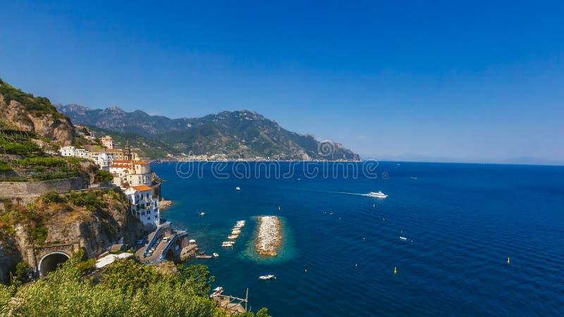 Mening van Amalfi Kust van de Stad van Amalfi stock foto's