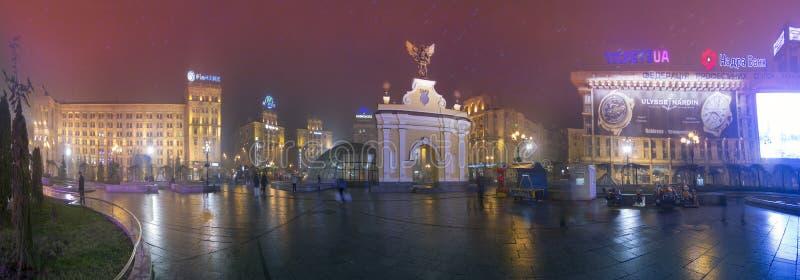 Mening van Arc de Triomphe met een zwarte ange royalty-vrije stock afbeelding