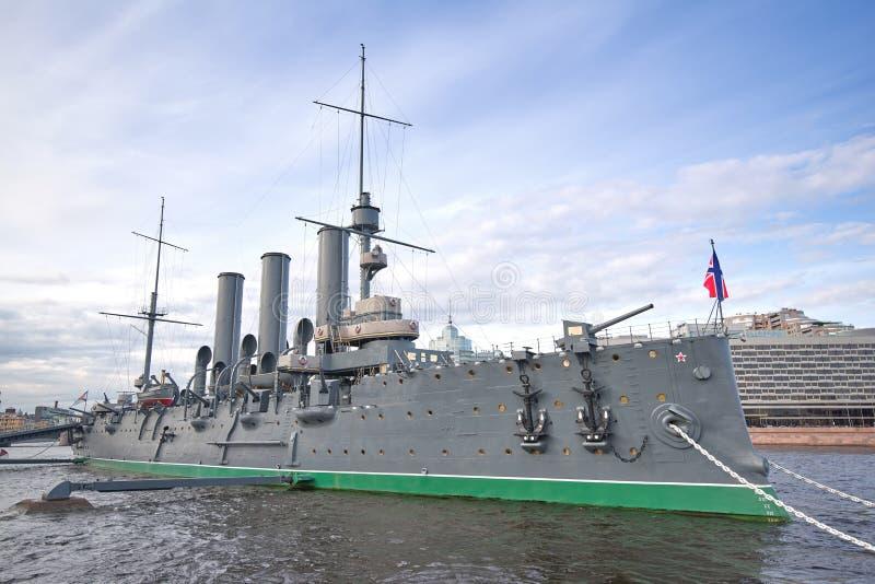Mening van Aurora Cruiser op Neva River in St. Petersburg, stock fotografie