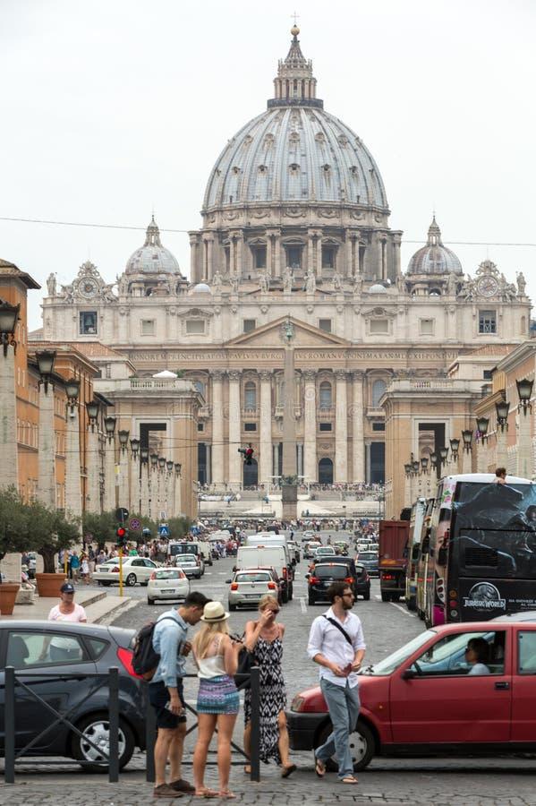 Mening van Basiliek van Heilige Peter en Straat via della Conciliazione, Rome, royalty-vrije stock foto's