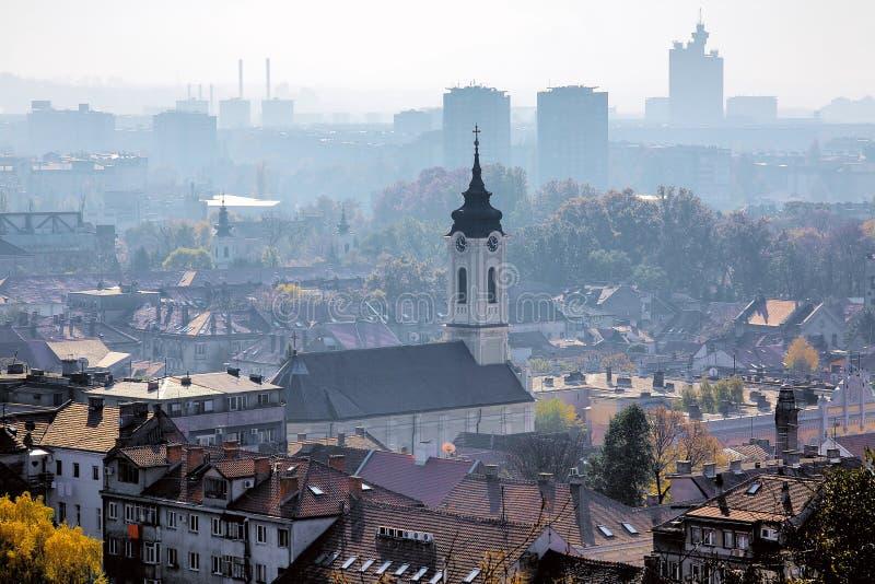 Mening van Belgrado in de nevel, Servië royalty-vrije stock foto's