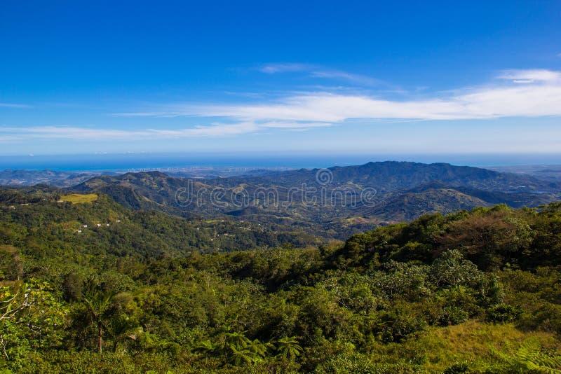 Mening van bergen in Puerto Rico stock foto