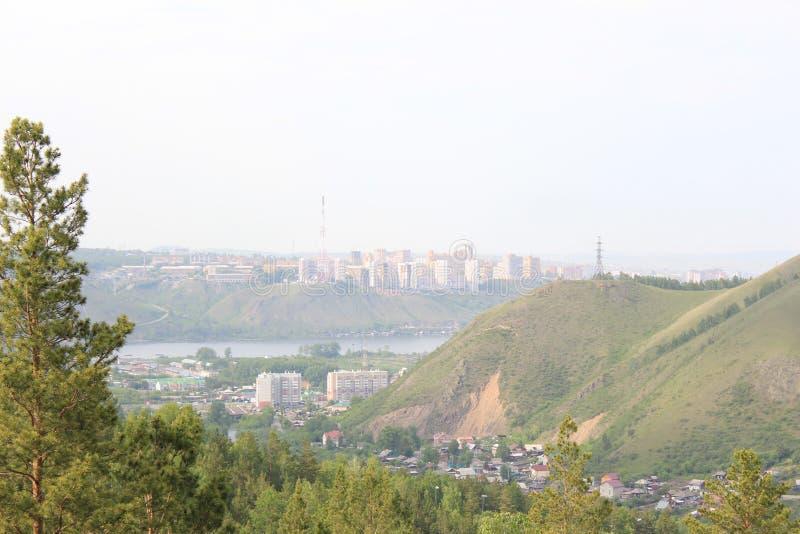 Mening van beveropening van een sessie de stad van Krasnoyarsk De zomer royalty-vrije stock foto's
