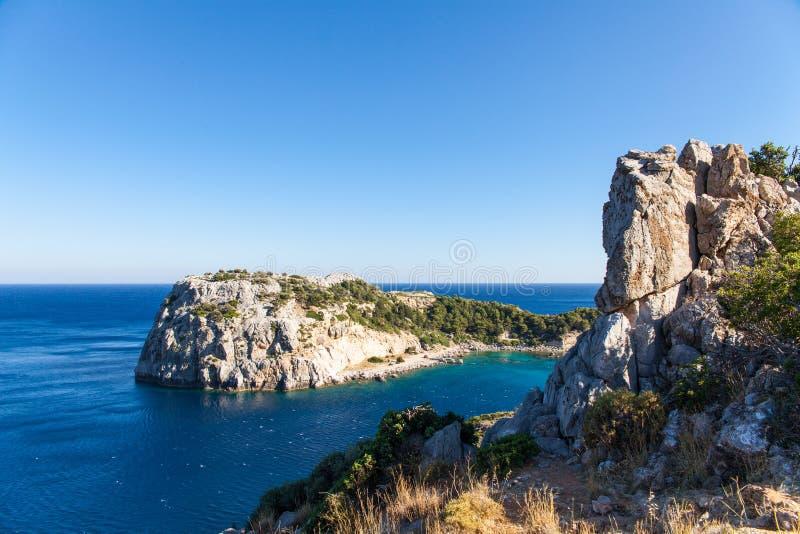 Mening van bovenkant op Anthony Quinn Bay en strand, Rhodos in Faliraki royalty-vrije stock afbeelding