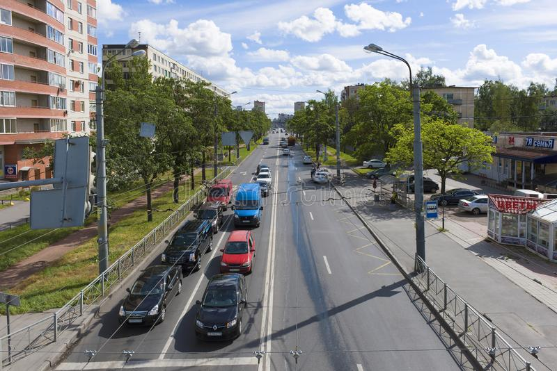 Mening van Budapeshtskaya-Straat, zonnige Augustus-middag, Heilige Petersburg royalty-vrije stock fotografie
