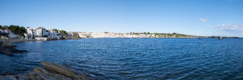 Mening van Cadaques en de Mediterrane kust, traditionele vill royalty-vrije stock foto's