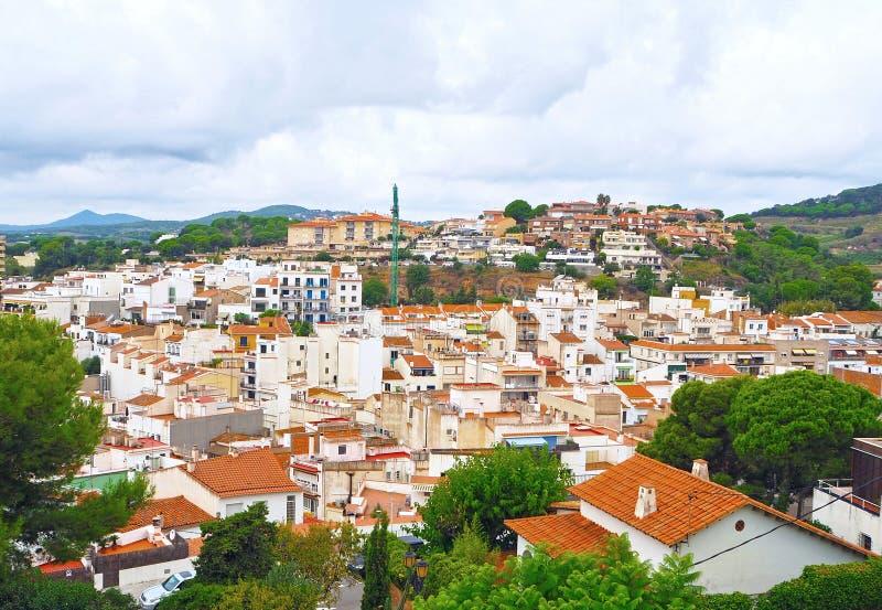 Mening van Catalaans dorp van Sant Pol de Mar, Maresme-gebied, provincie Barcelona, Catalonië, Spanje stock afbeeldingen
