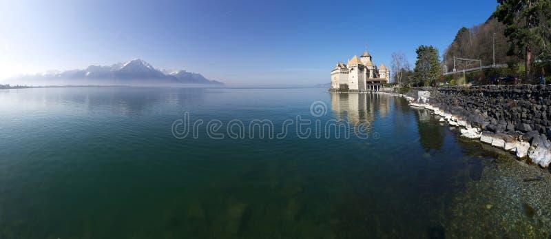 Mening van Chillon-Kasteel en Meer Genève stock afbeelding