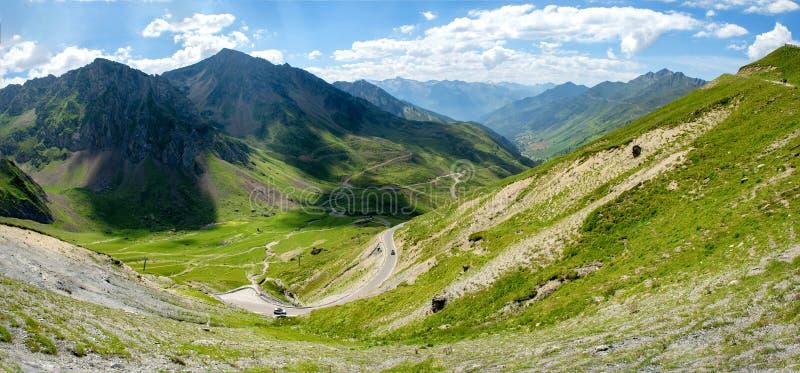 Mening van Col. du Tourmalet in de bergen van de Pyreneeën stock foto