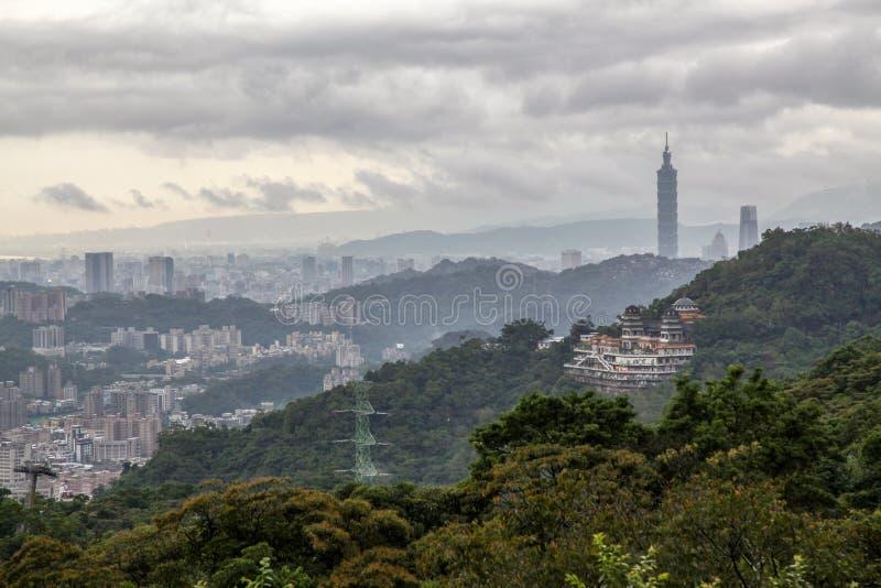 mening van de aardstad en Taipeh 101 van Taipeh in Taiwan van Maokong-berg stock foto