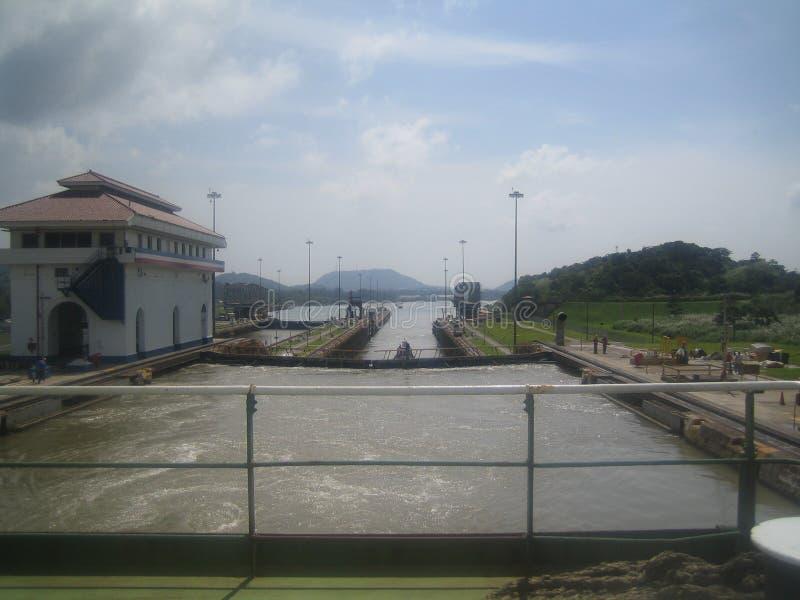 Mening van de achtersteven in het Kanaal van Panama royalty-vrije stock fotografie