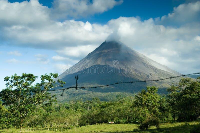Mening van de Arenal vulkaan stock afbeeldingen