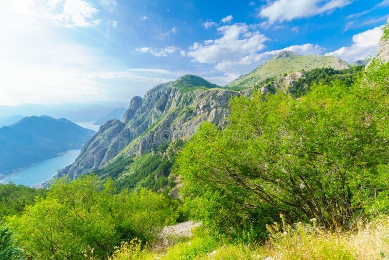 Mening van de Baai van Kotor van Lovcen-Berg stock afbeelding
