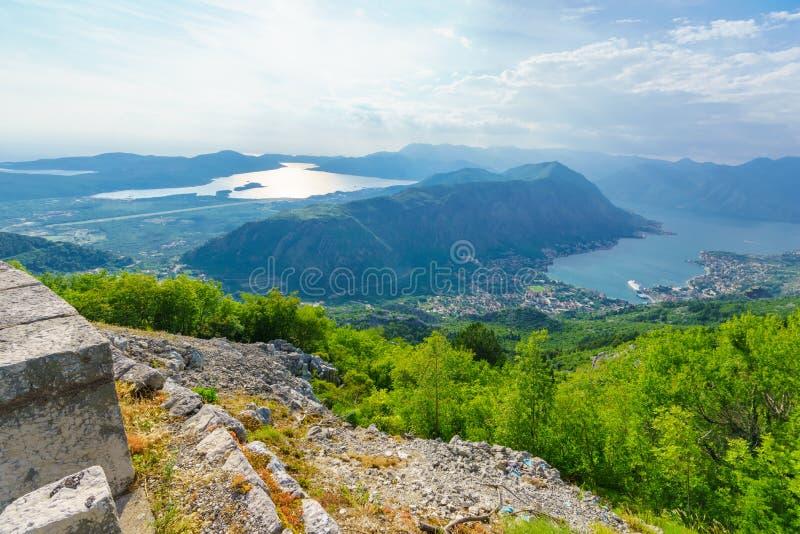 Mening van de Baai van Kotor van Lovcen-Berg stock fotografie