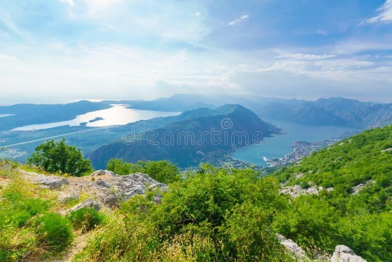 Mening van de Baai van Kotor van Lovcen-Berg royalty-vrije stock fotografie