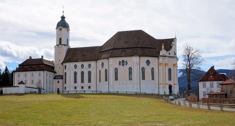 Mening van de Bedevaartkerk van Wies in Steingaden, weilheim-Schongau district, Beieren, Duitsland royalty-vrije stock foto's